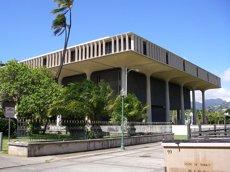 800px-Hawaii_state_capitol_from_the_south-east