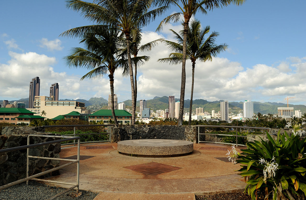 1280px-Kakaako_Waterfront_Park_very_top_20100517