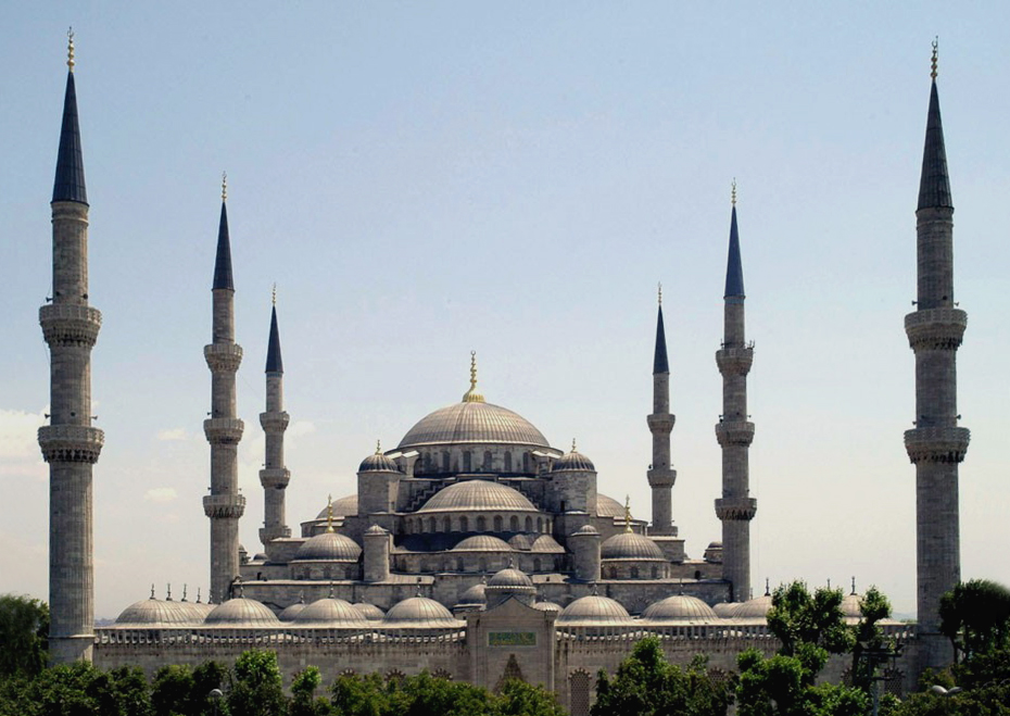 Sultan_Ahmed_Mosque_Istanbul_Turkey_retouched