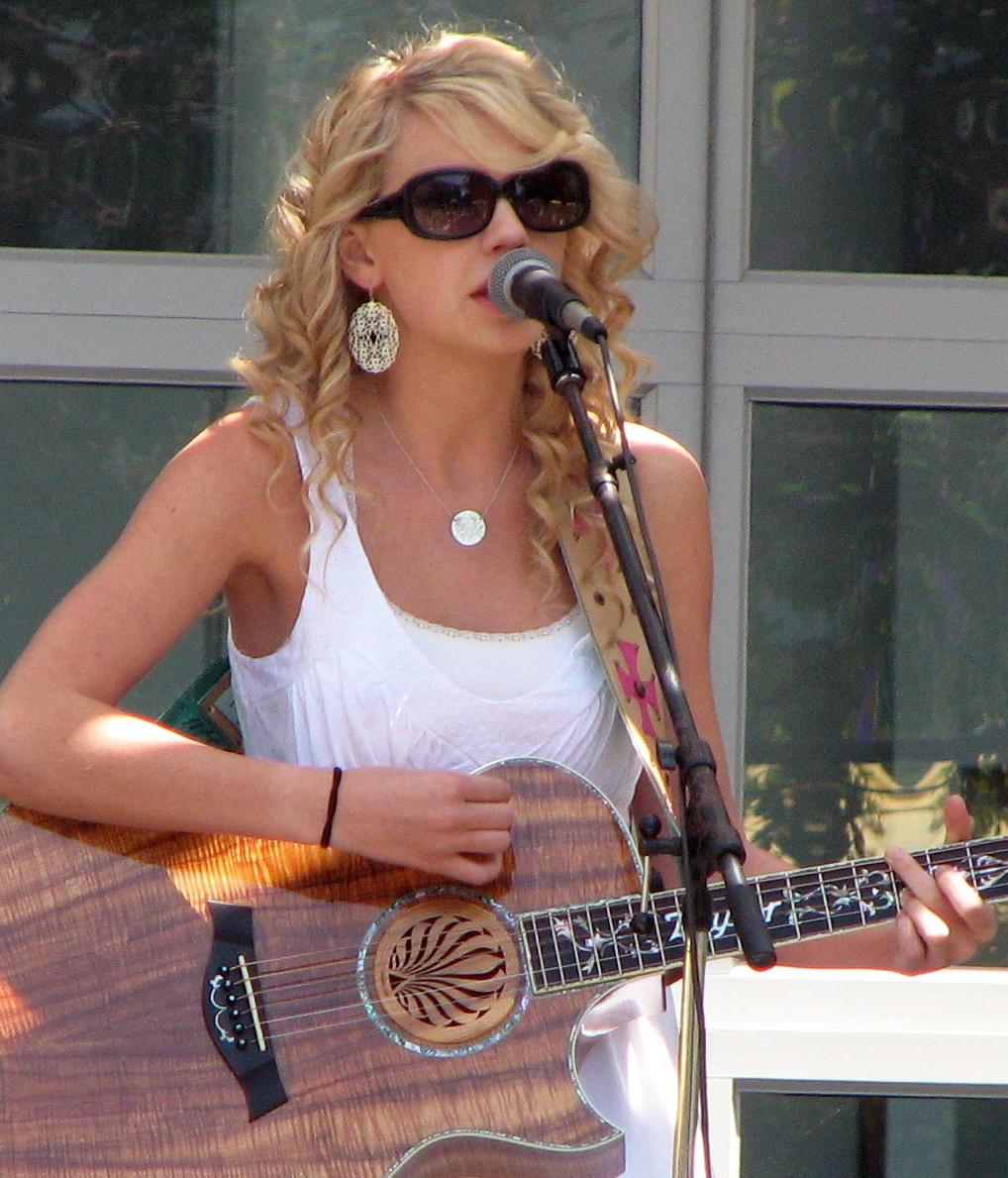 Taylor_Swift_at_Yahoo_crop[1]