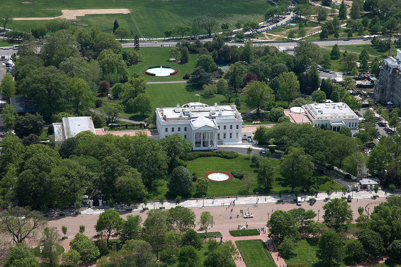 1280px-Aerial_view_of_the_White_House