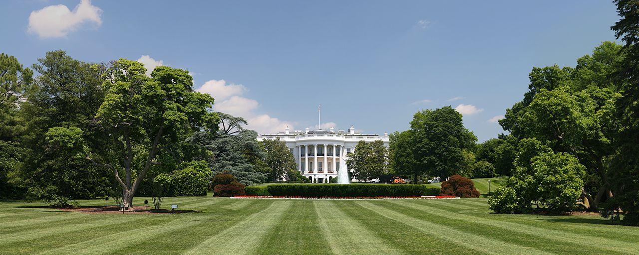 1280px-White_House_lawn
