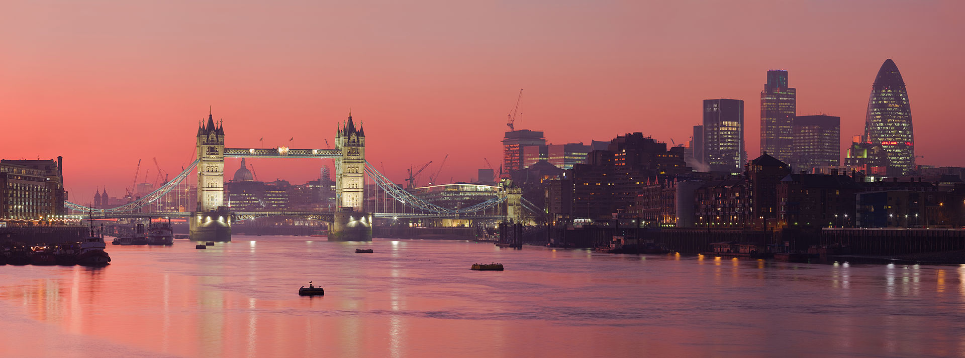 1920px-London_Thames_Sunset_panorama_-_Feb_2008