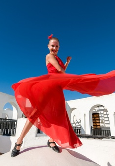 flamenco-dancer-leaping_1385-195