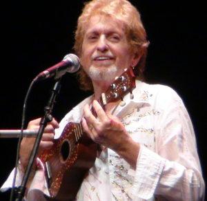 jon_anderson_with_ukulele_2